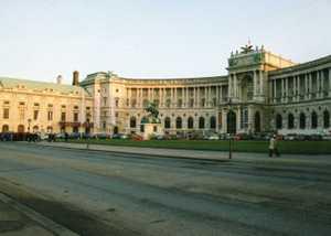 19016